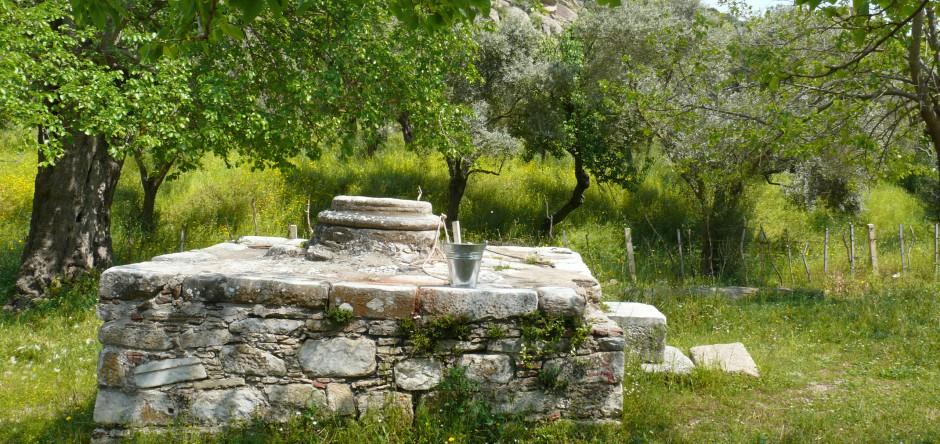 Römischer Brunnen im Sommerdorf